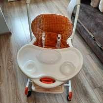 Продам детский стульчик с комплектом посуды, в Ангарске