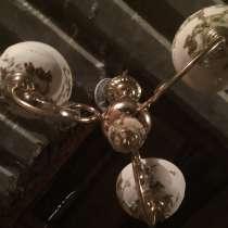 Продам потолочную трехрожковую люстру, в Комсомольске-на-Амуре