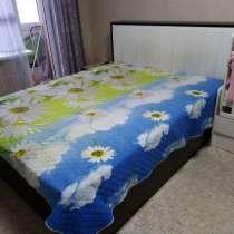 Продам двухспальную кровать с двумя тумбами, в Томске