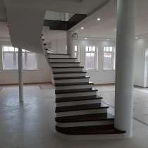 Коттедж 295 кв. м. с фантастически красивой лестницей, в Санкт-Петербурге