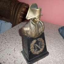 Статуя Наполеона Бонапарта (бронза и черный мрамор), в г.Ереван