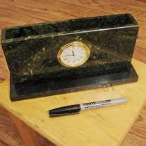 Бумажница из натурального камня с часами, в г.Павлодар