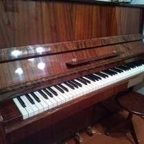 Пианино со стулом, в Воткинске