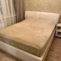 Двуспальная кровать с матрасом, в Хабаровске