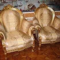 Кресла и журнальный столик из сусального золота Turri Otello, в Москве