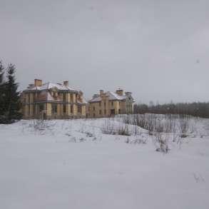 На 4 га пять коттеджей с хозпостройками в 15 км от СПб, в Санкт-Петербурге