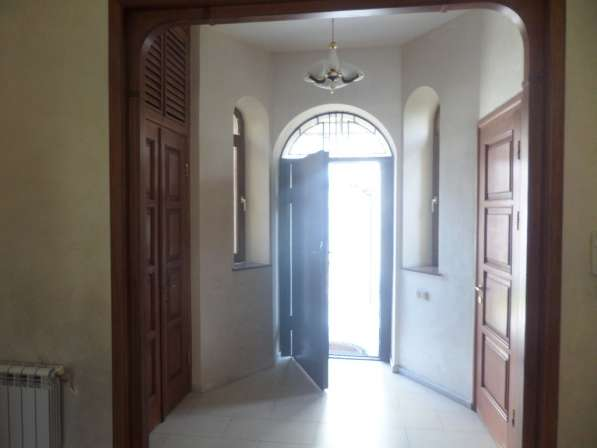 Арабкир, красивый дом, бассейн, 3 спальни в фото 19