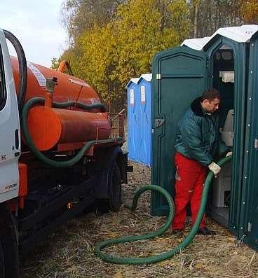 Откачка туалета, откачка биотуалета Киев. Выкачка туалетных кабин.
