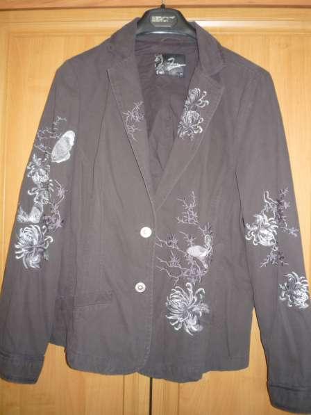 Пиджак с вышивкой