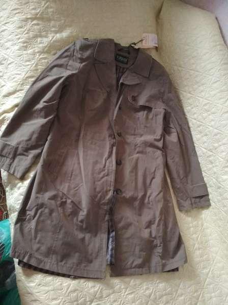 Продаю плащ 52р цвет коричневый в Москве