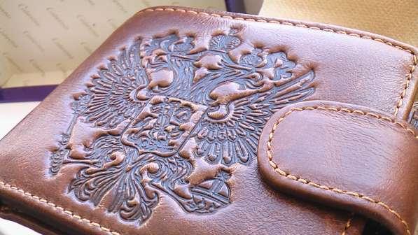 Мужской кошелек портмоне,кожа. рельефное тиснение герб РФ.