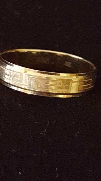 Продам кольцо золотое новое