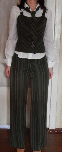 Костюм деловой (юбка, брюки, жилет, пиджак, блуза, галстук) в фото 7