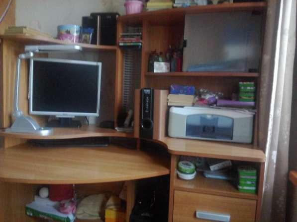 Продам компьютерный стол б/у, в хорошем состоянии, 4000