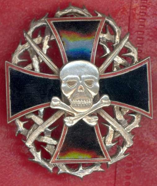 Черный крест с мертвой головой и терновым венком