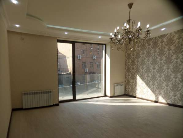 В центре Еревана, недалеко от университета, 3 комнаты