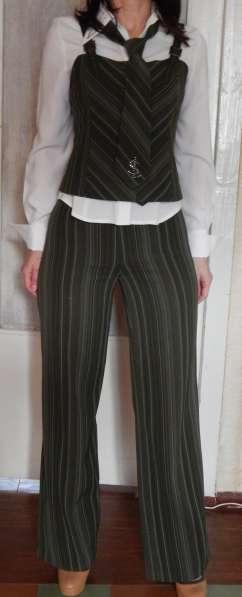 Костюм деловой (юбка, брюки, жилет, пиджак, блуза, галстук) в фото 5