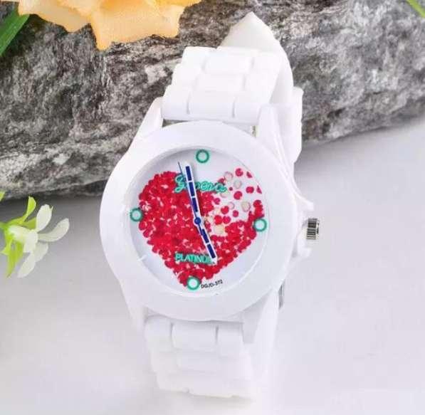 Часы (новые) на силиконовом ремешке