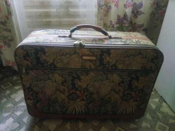 Продам чемодан в фото 3
