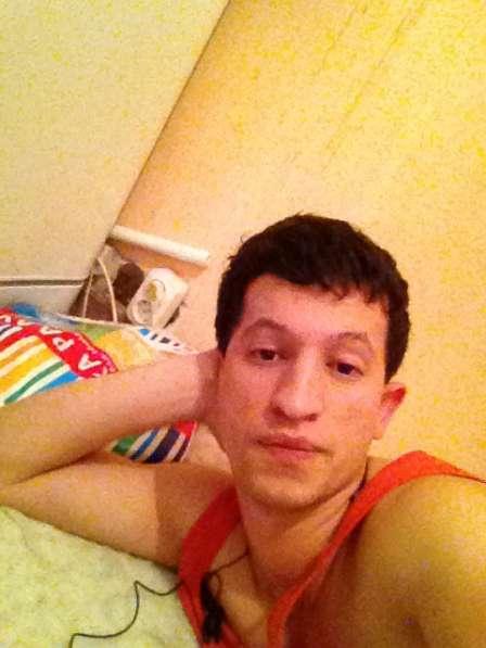 Насимов илхомджон, 20 лет, хочет познакомиться