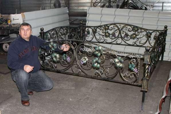 Оградка ритуальная на кладбище с полимерным покрытием