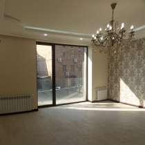 В центре Еревана, недалеко от университета, 3 комнаты, в г.Ереван