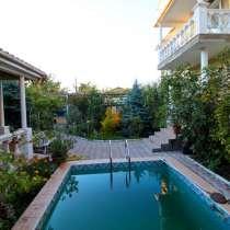 Продается жилой дом 340кв. м. с бассейном Центр ул. Авдеева, в Севастополе