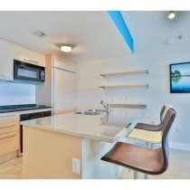 Квартира с ремонтом в Халландейле, штат Флорида, в г.Hallandale Beach