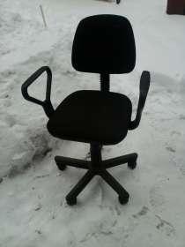 Компьютерный стол, холодильник, офисные кресла 2 шт., в Саратове