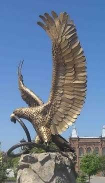 Орел разрывающий змею(скульптура из металла), в Краснодаре