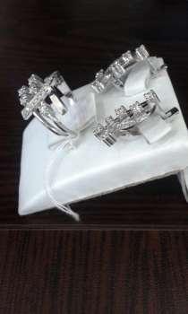 Золотой комплект из белого золота с бриллиантами, в Москве
