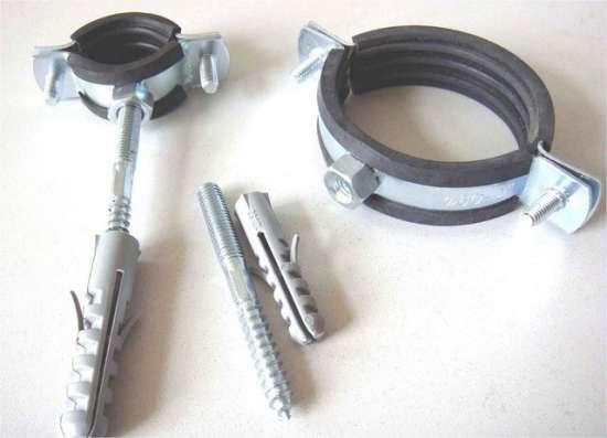 Скоба металлическая двухлапковая 25-26 мм