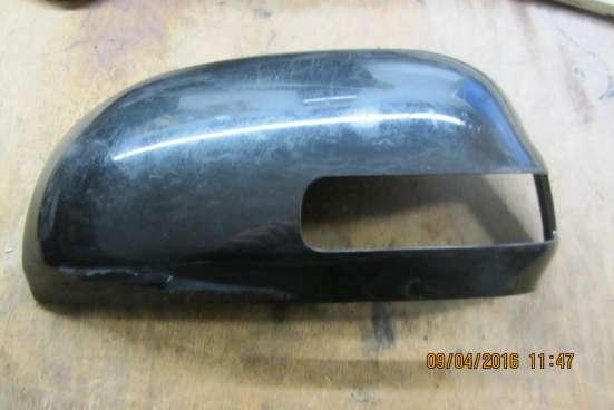Крышка левого зеркала Toyota RAV4
