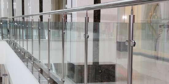 Ограждения из стекла на стойках, с поручнем в Калуге Фото 3