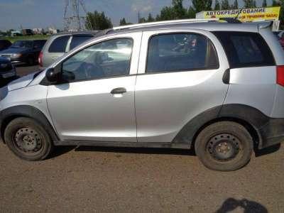 автомобиль Chery Indis