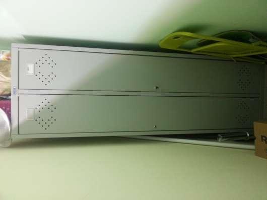 Металлический шкафчик б/у