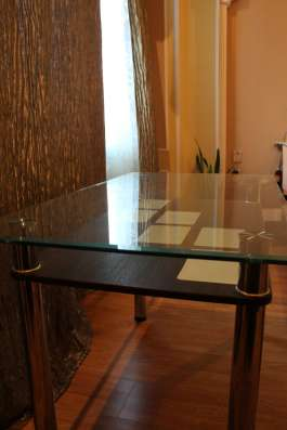Стол стеклянный обеденный