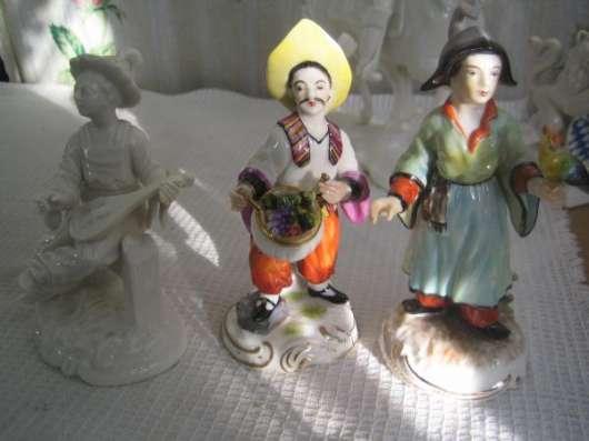 Фарфоровую статуэтку-Китайцы(композиция из 3-х)-,Германия,Нимфенбург-Франкенталь