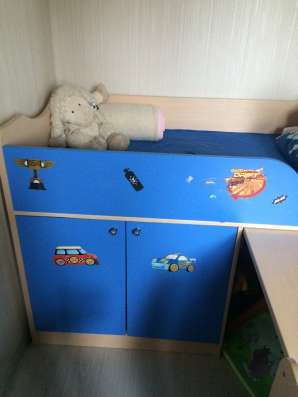 Детская кровать со столом и ящиками