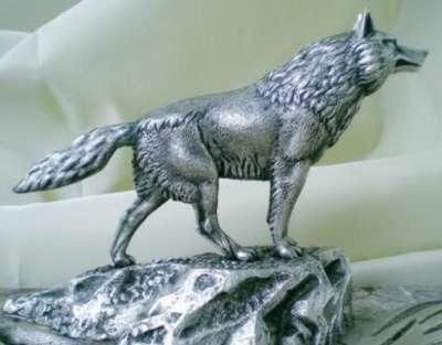 Скульптура волка металлическая
