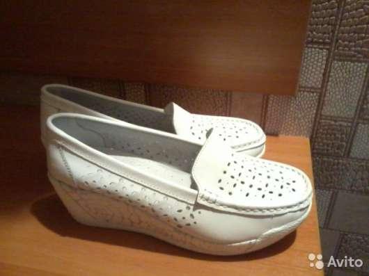 Туфли женские кожаные белого цвета