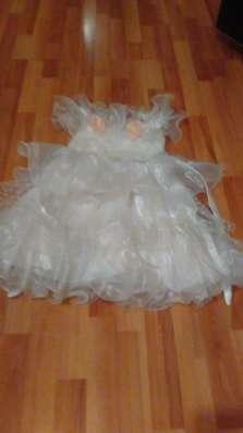 Платье праздничное белое на 5 лет