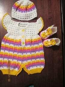Комплект для новорожденной девочки: песочник+шапочка+пинетки