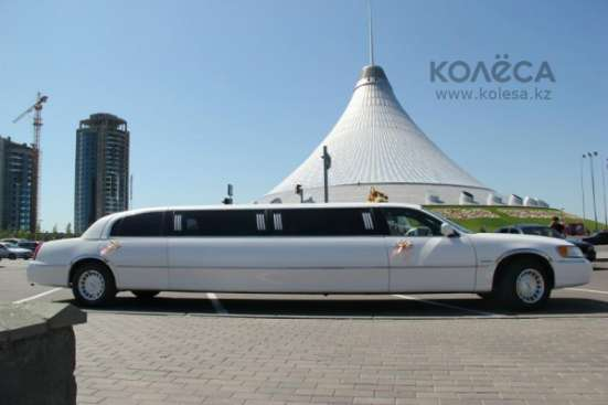 Лимузин Lincoln Town Car на выписку из роддома. Астана.