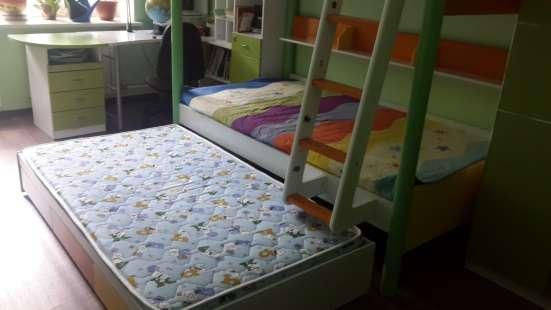 Детская трехярусная кровать