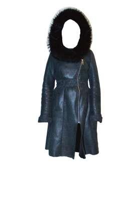 Дубленка женская черного цвета, воротник из лисьего меха