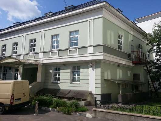 В десяти минутах ходьбы от Кремля 2-ух эт. особняк
