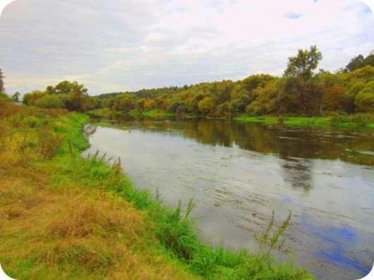 На берегу реки. 20 соток в самом городе Звенигород.